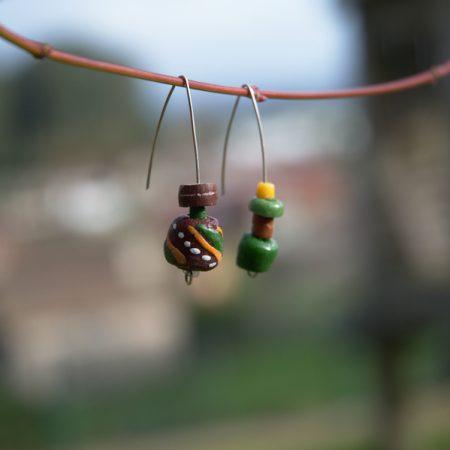 Pendientes étnicos de vidrio africano reciclado - Gbaya
